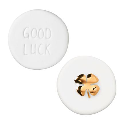 KLAVERTJE VIER - wit porcelein / goud - in organza zakje