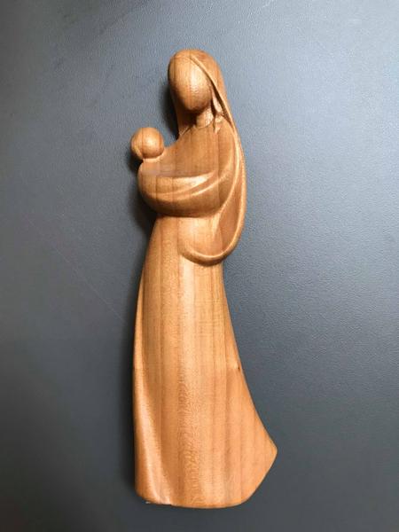 BEELD - MAAGD MARIA MET KIND JEZUS - IN KERSENBOOMHOUT