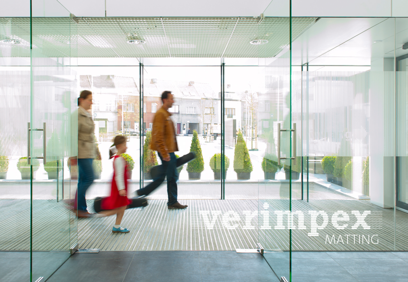 Van de iconen en signalisatie tot de website : de nieuwe huisstijl van Verimpex is af٠Vizier Brugge٠beursstand٠wagenpark